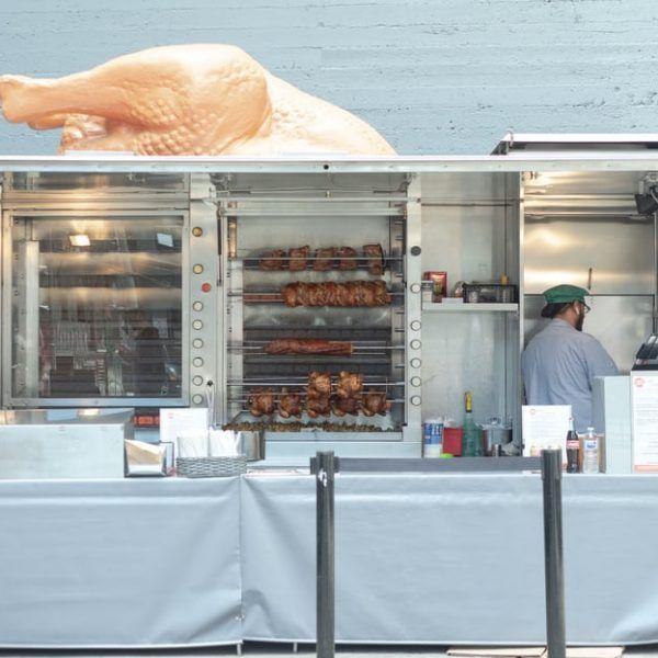 Actividad de venta de pollos al por menor. No necesita registros en el RGSEAA